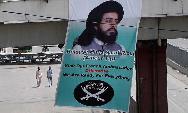 وزارت داخلہ نے تحریک لبیک پاکستان(ٹی ایل پی) پر پابندی کا نوٹیفکیشن جاری کردیا— فوٹو: اے پی