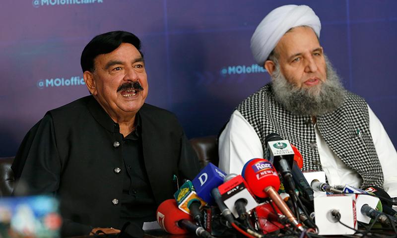 وزیر داخلہ شیخ رشید نے کہا تھا کہ ٹی ایل پی کو ختم کرنے کیلئے سپریم کورٹ میں ریفرنس دائر کیا جائے گا— فوٹو: اے پی