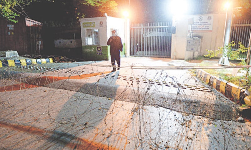 ISLAMABAD: A security man stands guard outside Diplomatic Enclave after the administration placed barbed wire in front of its gate on Thursday.—Mohammad Asim / White Star