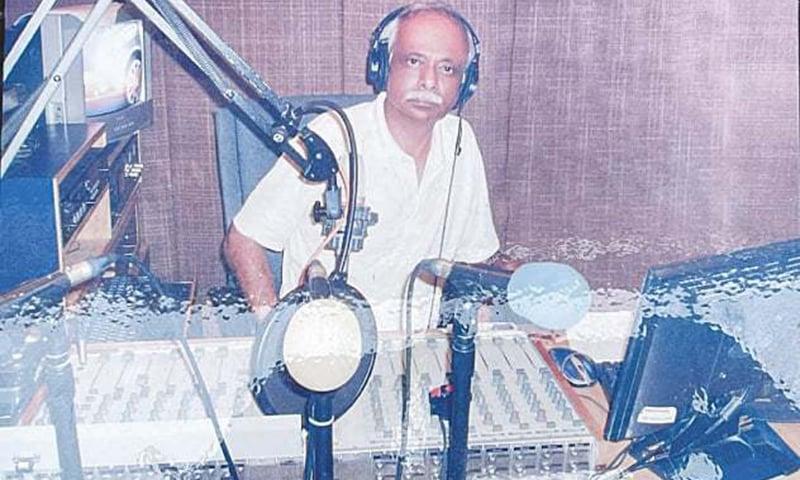 پرویز بشیر ایک ریکارڈنگ اسٹوڈیو میں کام کرتے ہوئے