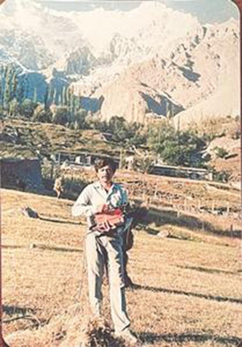 پرویز بشیر اپنی جوانی میں