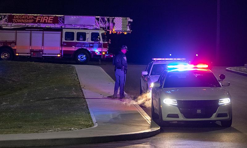 فائرنگ کے واقعے کے بعد پولیس جائے وقوعہ پر موجود ہے— فوٹو: اے ایف پی