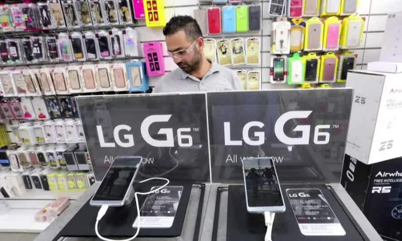 Pakis­tan's imports of cellphones swelled by 56.74 per cent to $1.54 billion in the first nine months of 2020-21 compared to $979.965 million over the corresponding period last year. — Reuters/File