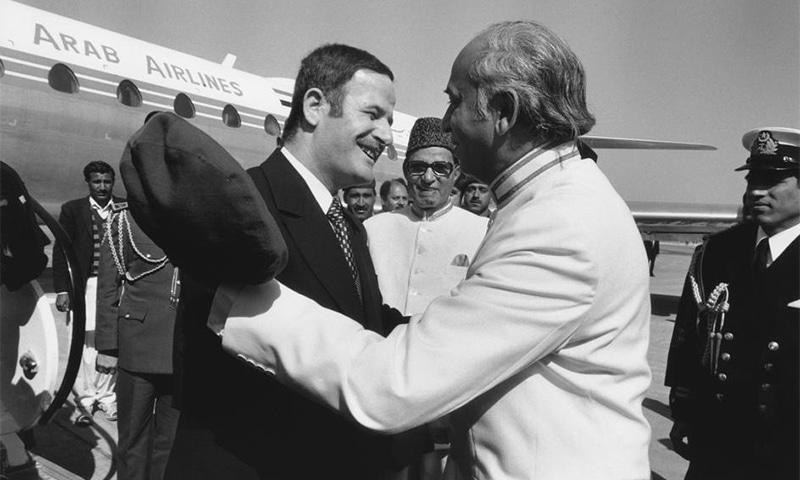 1974ء کی اسلامی سربراہی کانفرنس کے موقع پر ذوالفقار علی بھٹو حافظ الاسد کا استقبال کرتے ہوئے