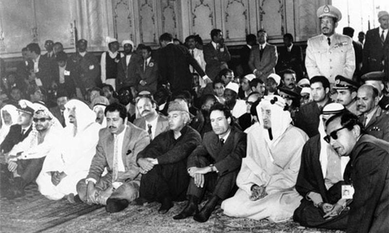 اسلامی سربراہی کانفرنس میں شریک سربراہان بادشاہی مسجد میں