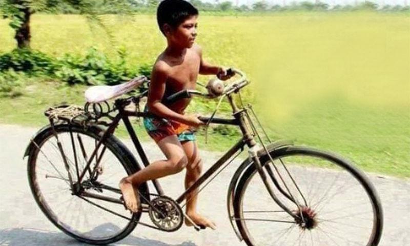 قینچی سائیکل چلانا