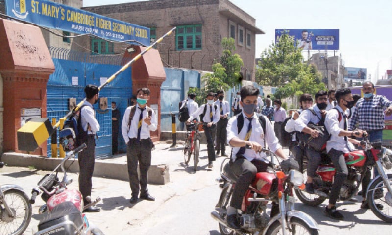 Students leave their school in the afternoon in Rawalpindi on Monday. The National Command and Operation Centre had allowed resumption of classes for grades nine to 12th to enable students to prepare for the board exams. — Online
