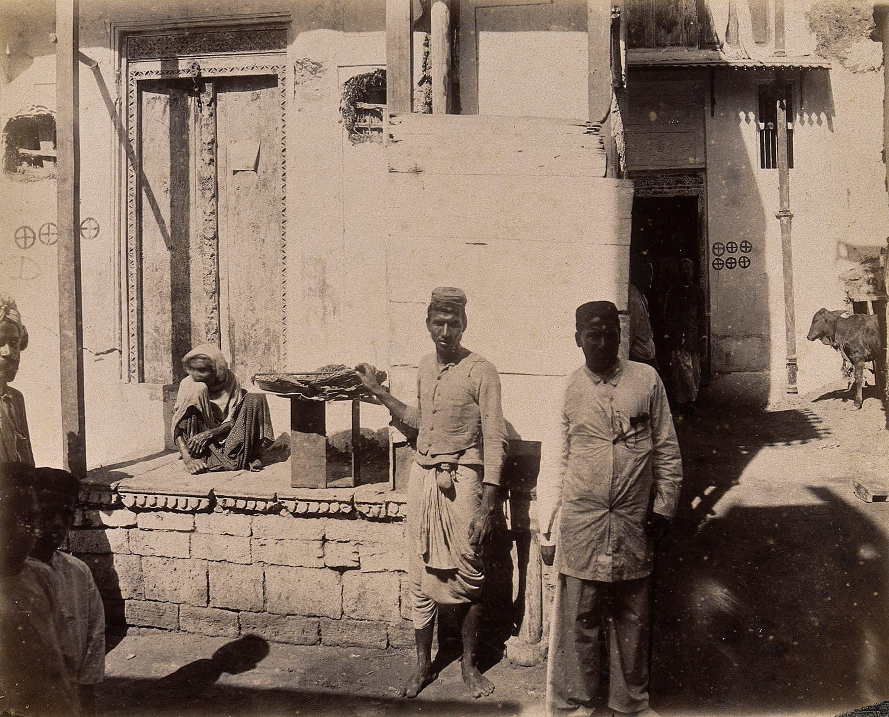 1897ء میں کھارا در کی ایک گلی کا منظر