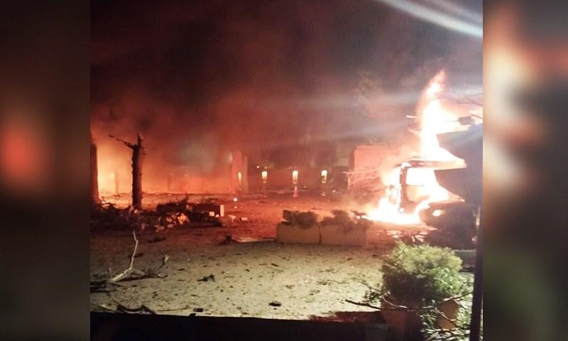 دھماکا سرینا ہوٹل کی پارکنگ میں ہوا—فوٹو: ڈان نیوز