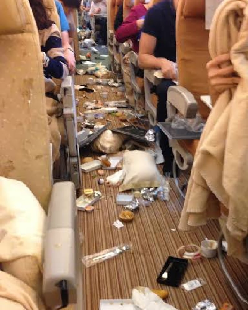 اضطراری ہلچل کے ہی پیش نظر مسافروں سے بار بار گزارش کی جاتی ہے کہ نشست پر بیٹھے ہوئے بھی حفاظتی بند باندھے رکھا جائے