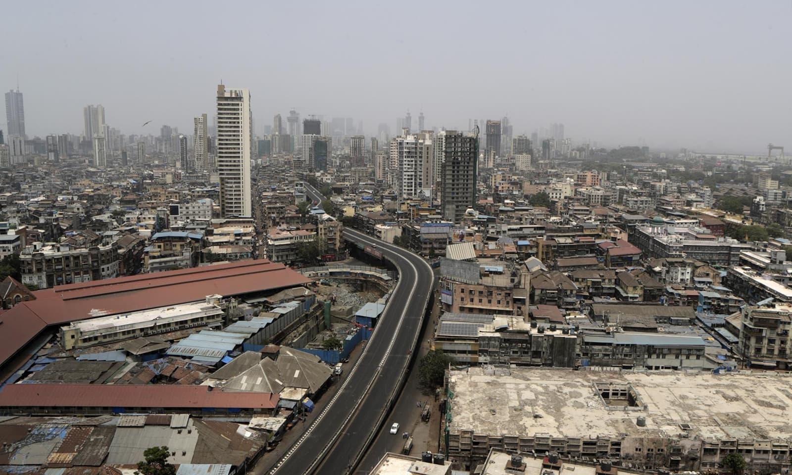ممبئی میں ویک اینڈز پر شٹ ڈاؤن کا فیصلہ بھی کیا گیا ہے —فوٹو:اے پی