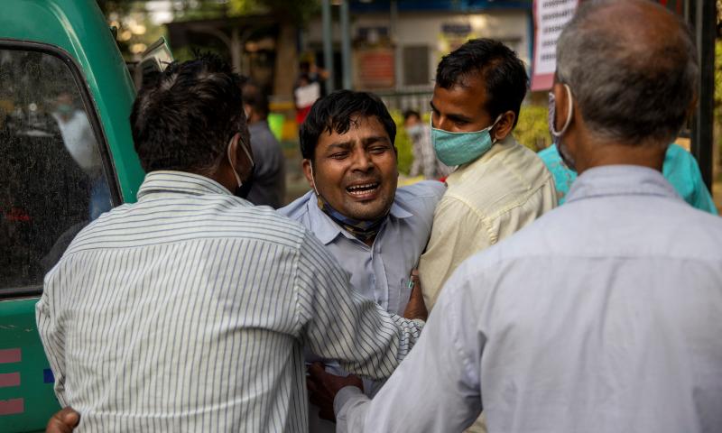 Family members mourn after Shayam Narayan is declared dead outside the coronavirus casualty ward, at Guru Teg Bahadur hospital, in New Delhi, India on Saturday. — Reuters