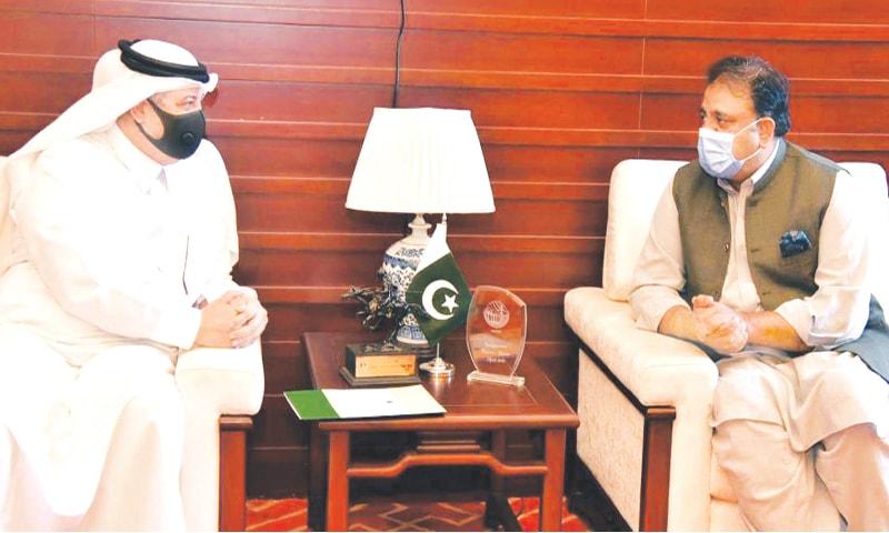 ISLAMABAD: Information and Broadcasting Minister Chaudhry Fawad Hussain speaks to Saudi Ambassador to Pakistan Nawaf bin Saeed Al-Maliki during the meeting.—PPI