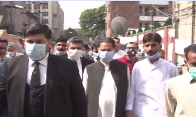 This photo shows PML-N's Javed Latif before appearing in the sessions court. — DawnNewsTV