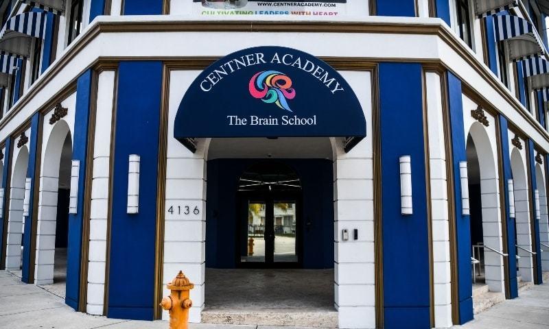 امریکا: نجی اسکول کی ویکسین لگوانے والے اساتذہ کو طلبہ سے دور رہنے کی ہدایت