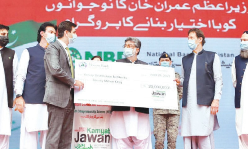 QUETTA: Prime Minister Imran Khan giving away cheques to beneficiaries of the Kamyab Jawan Programme on Wednesday.—INP