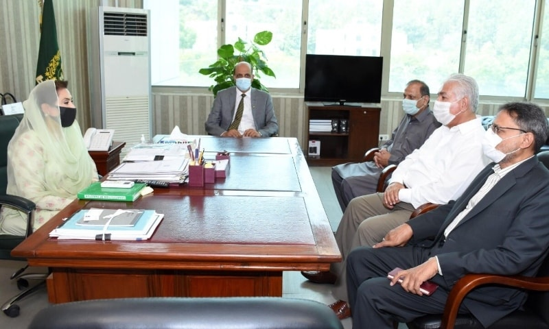 Ashfaq Hussain Shah called on the Federal Minister for Inter-Provincial Coordination Dr. Fehmida Mirza. - Photo courtesy Twitter
