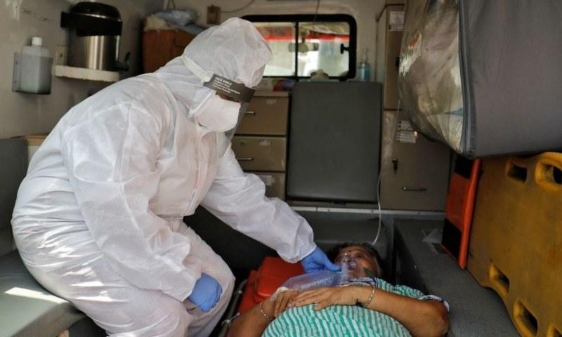 ملک میں کورونا وائرس سے ہلاکتوں کی تعداد گزشتہ 24 گھنٹوں کے دوران 3 ہزار 523 ریکارڈ کی گئیں۔ - فائل فوٹو:رائٹرز