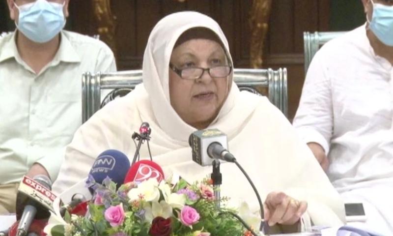 Punjab Health Minister Dr Yasmin Rashid addresses a press conference on the coronavirus situation in Lahore on Sunday. — DawnNewsTV