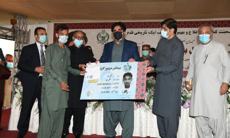 سندھ میں 'بے نظیر مزدور کارڈ' کا اجرا