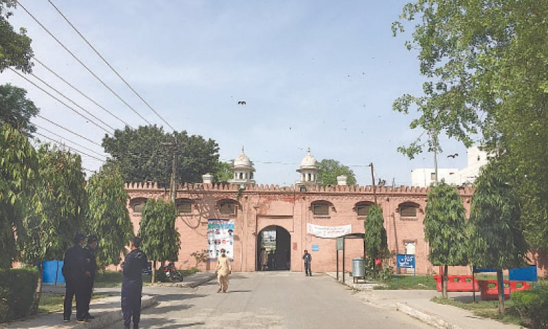 SECURITY guards chat near the main entrance of the Punjab Institute of Mental Health.—Photo by writer