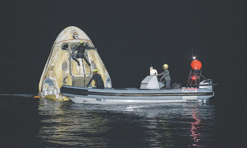 PANAMA CITY (US): Support teams work around the SpaceX spacecraft shortly after it landed in the Gulf of Mexico, off the Florida coast.—Reuters