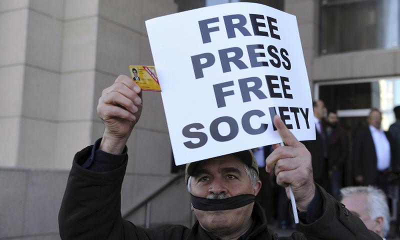 رپورٹ میں صحافیوں کے تحفظ کے لیے قانون سازی پر زور دیا گیا ہے—فائل/فوٹو: اے پی