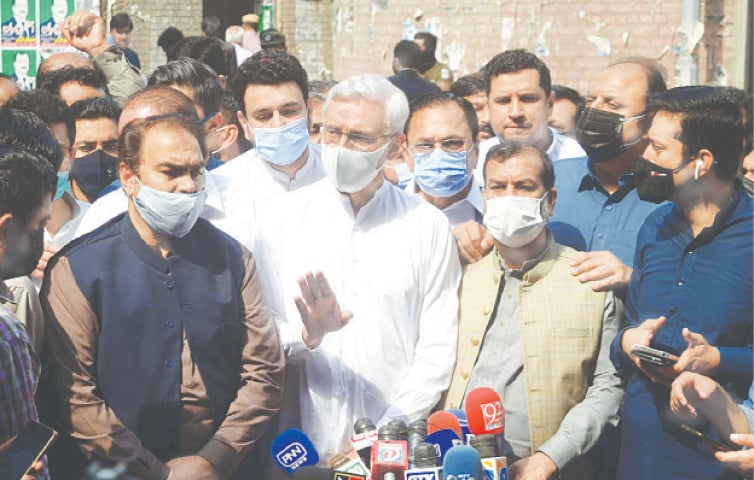 LAHORE: PTI's estranged leader Jahangir Tareen talks to journalists outside the judicial complex on Monday.—PPI
