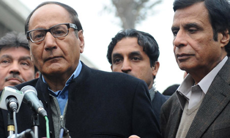 This file photo shows PML-Q president Chaudhry Shujaat Hussain (left) and Punjab Assembly Speaker Pervaiz Elahi. — AFP/File