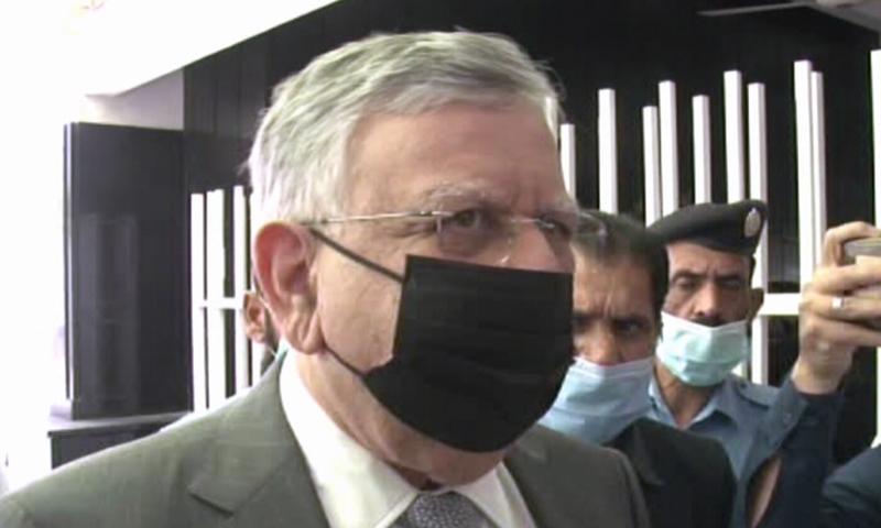 شوکت ترین نے قومی اسمبلی کی قائمہ کمیٹی برائے خزانہ میں بریفنگ دی — تصویر: ڈان نیوز