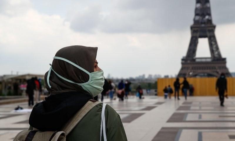 فرانسیسی سینیٹرز کی تجویز مسلمان خواتین بہت جلد عوامی سطح پر حجاب پہننے کی آزادی سے محروم کر سکتی ہیں— فوٹو: رائٹرز