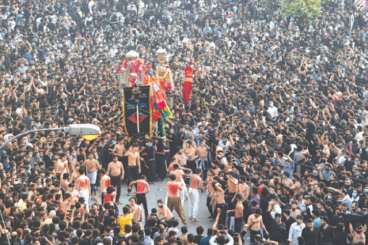 LAHORE: Shia devotees take part in a procession to commemorate the anniversary of Hazrat Ali's  martyrdom on Tuesday.—AFP