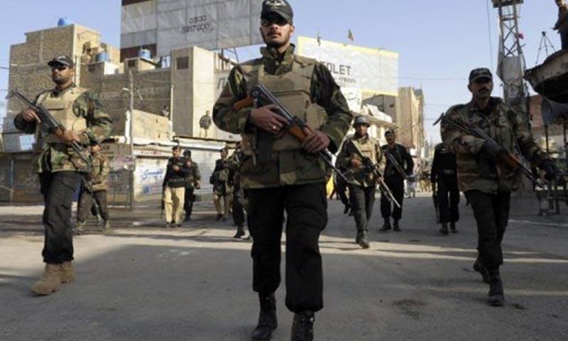 ایف سی اہلکاروں نے دہشت گردوں کے حملے کا فوری اور موثر جواب دیا — فائل فوٹو / اے ایف پی