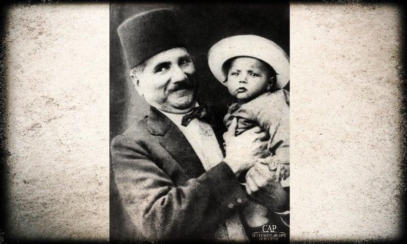 اقبال اپنے بیٹے جاوید اقبال کے ہمراہ