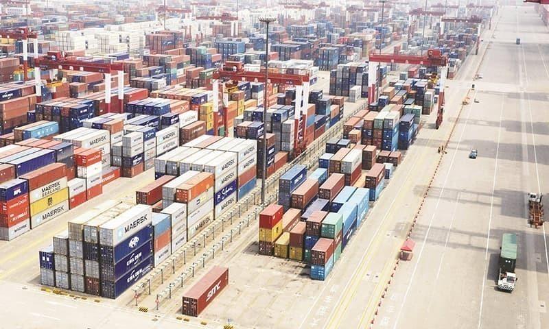 تجارتی خسارہ دسمبر 2020 سے بڑھتا جارہا ہے جس کی وجہ بنیادی طور پر درآمدات میں تیزی اور برآمدات میں سست نمو ہے — فائل فوٹو: اے ایف پی