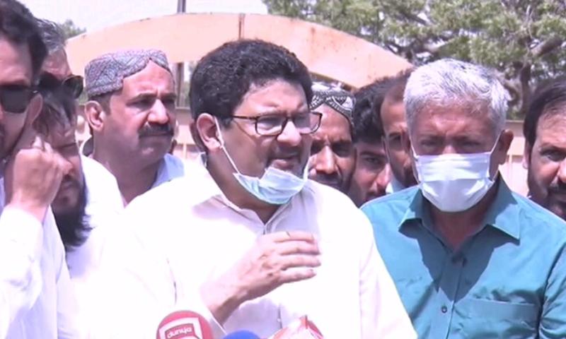 PML-N candidate Miftah Ismail talking to the media in Karachi. — DawnNewsTV