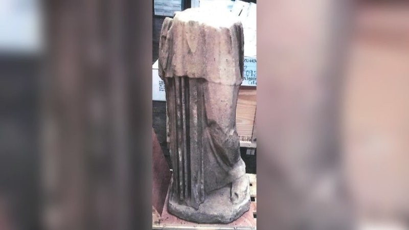 کم کارڈیشین پر نامکمل نایاب مجسمہ خریدنے کا الزام لگایا گیا—فوٹو: سی این این