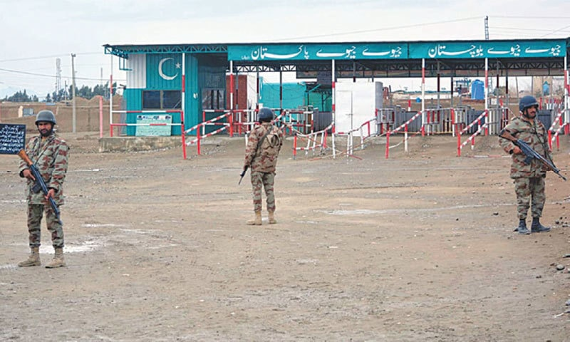 February 2017, Pakistani paramilitary soldiers stand alert at a checkpost on the Afghan border  at Chaman | Dawn file photo