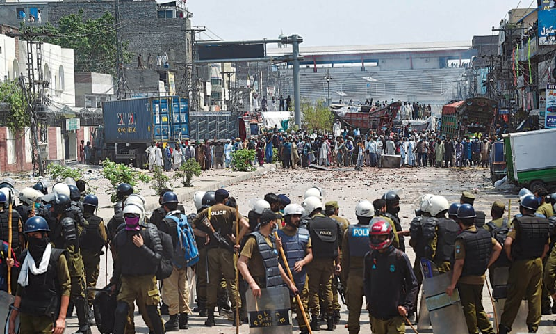 Police and TLP protesters come face to face near the Yateem Khana Chowk in Lahore | Arif Ali/White Star