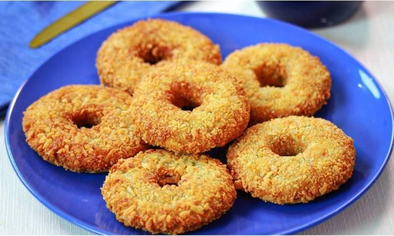 اس آسان سی ترکیب سے افطار میں آلو کے ڈونٹ بنائیں