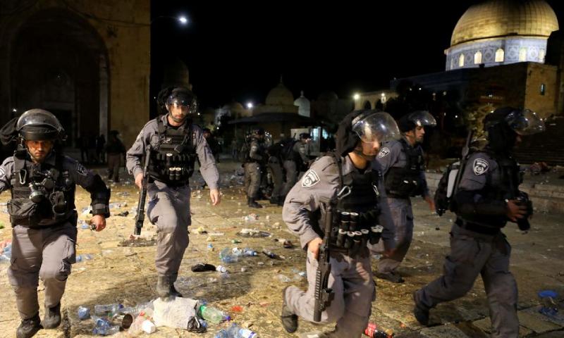 اسرائیلی پولیس نے سیکڑوں فلسطینیوں کو زخمی کردیا—فوٹو: رائٹرز