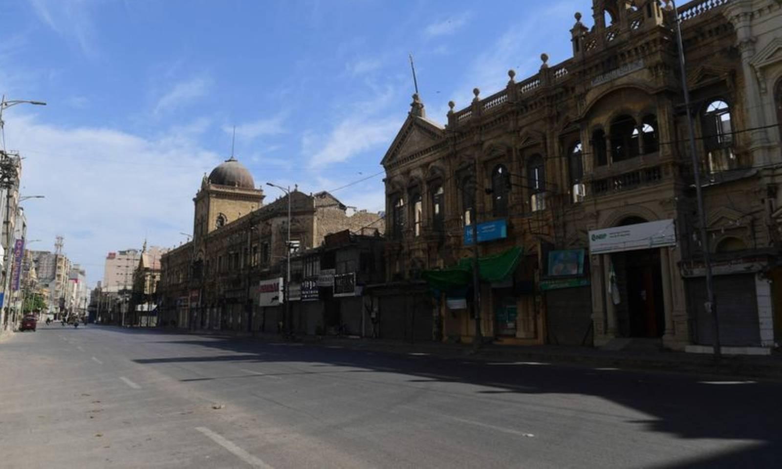 کراچی میں بھی عیدالفطر پر سخت پابندیاں نافذ کی گئی ہیں—فوٹو: اے ایف پی