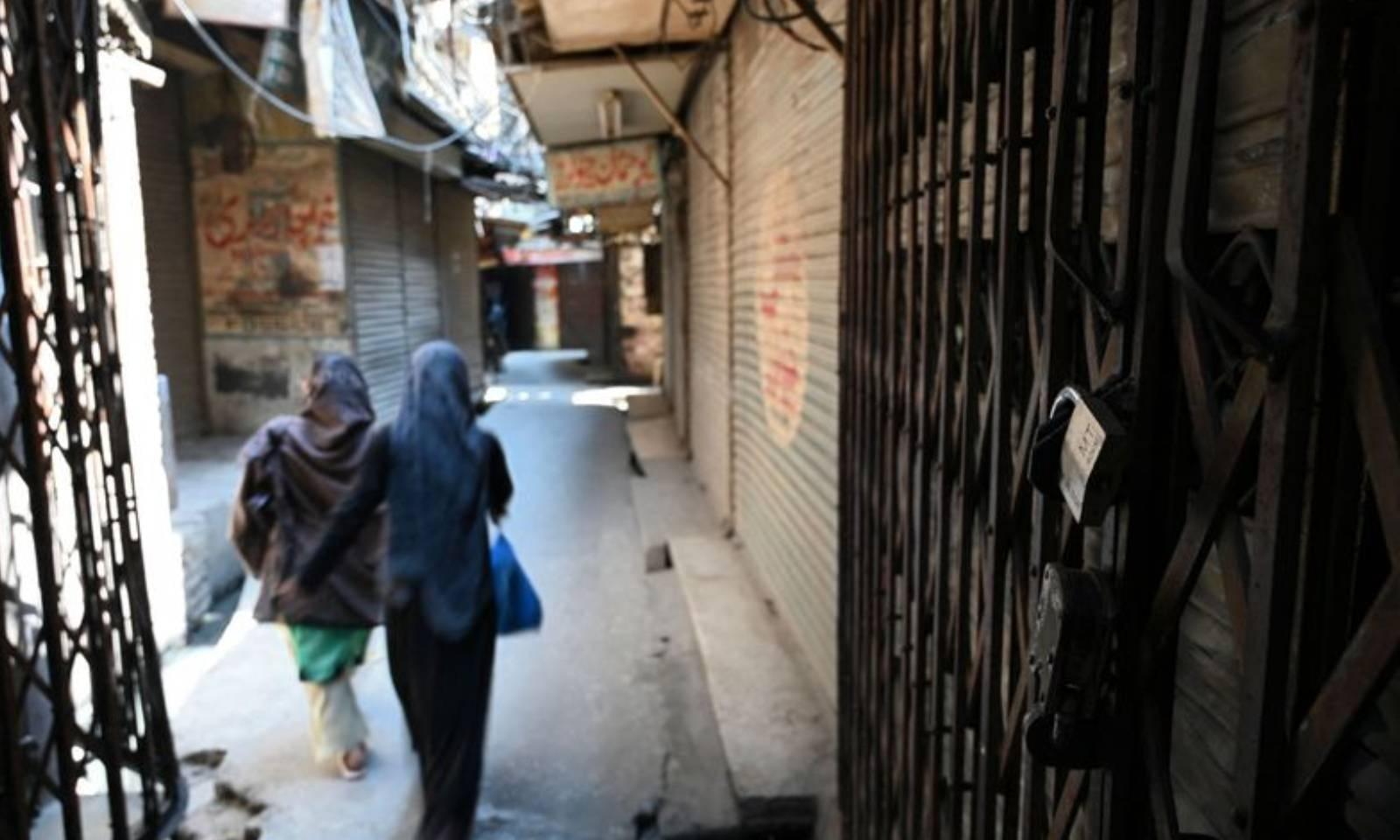 راولپنڈی میں بھی کورونا کی وجہ سے مارکیٹیں بند ہیں —فوٹو: اے ایف پی