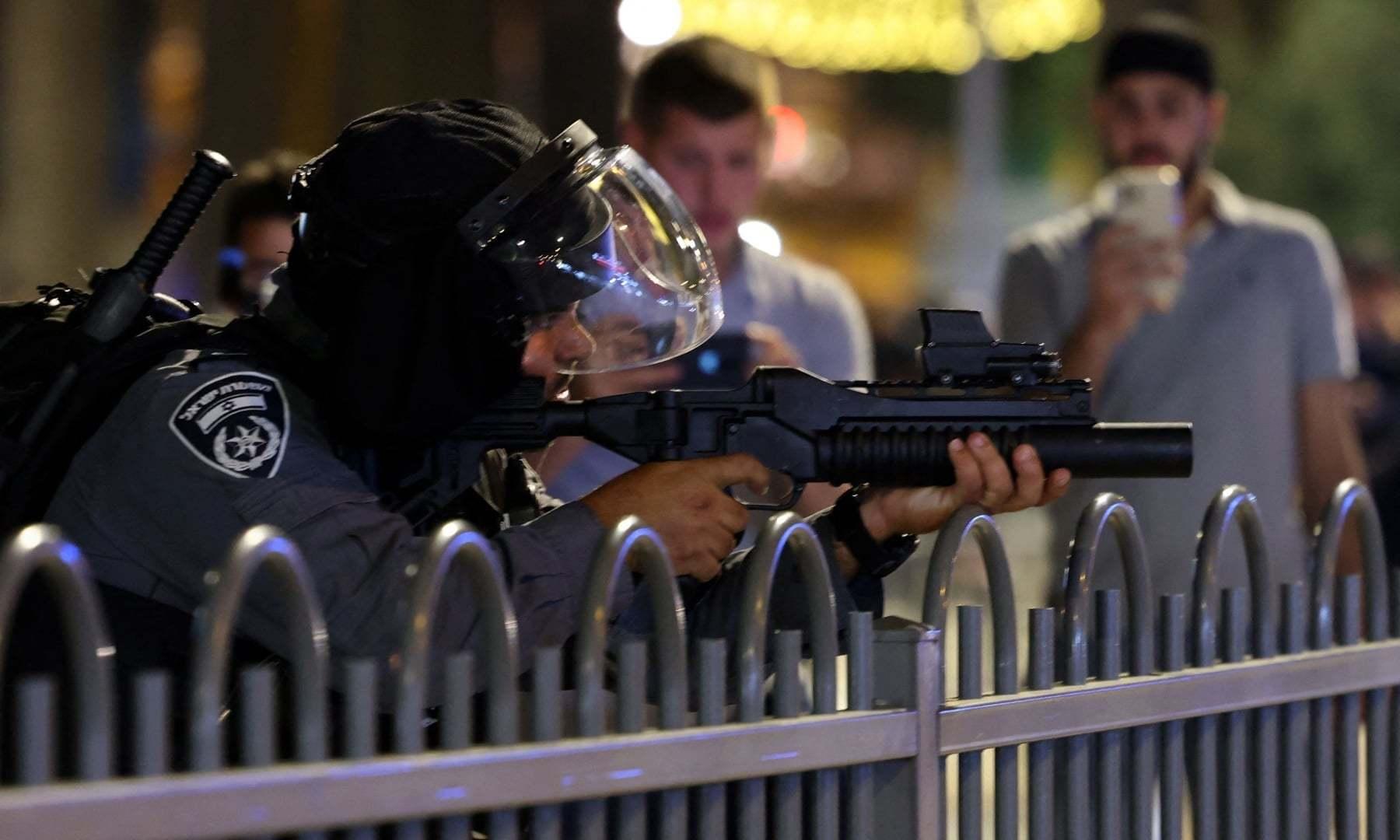 اسرائیلی سیکیورٹی فورسز نے فلسطینی مسلمانوں کو براہ راست نشانہ بنایا—فوٹو: اے ایف پی