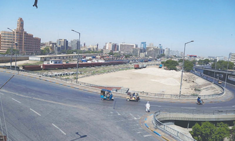 A CURFEW-like situation prevails on the Jinnah flyover on Sunday as people remained indoors and vehicles off the road to comply with stricter coronavirus-related restrictions. A similar situation was witnessed on almost all arterial roads in the city.—PPI