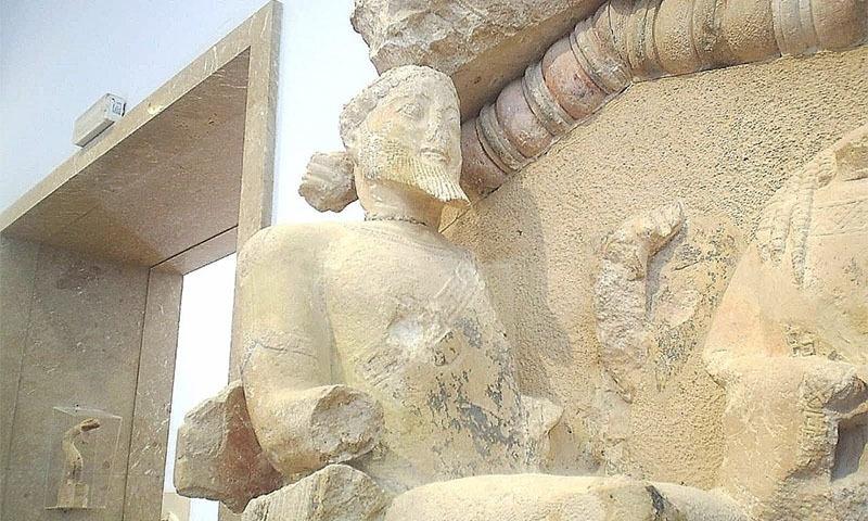 یونانی خدا زوس کا مجسمہ