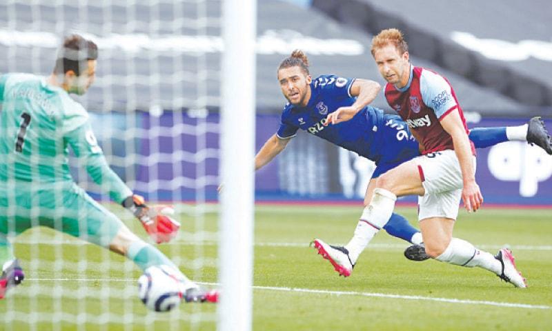 LONDON: Everton's Dominic Calvert-Lewin (C) scores during the English Premier League match against West Ham United at the London Stadium.—AP