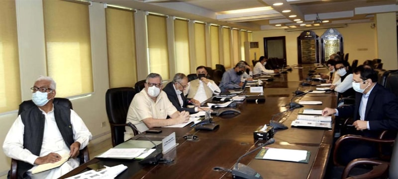 ISLAMABAD: Federal Minister for Finance and Revenue Shaukat Tarin chairing a meeting of the National Price Monitoring Committee on Monday.—PPI
