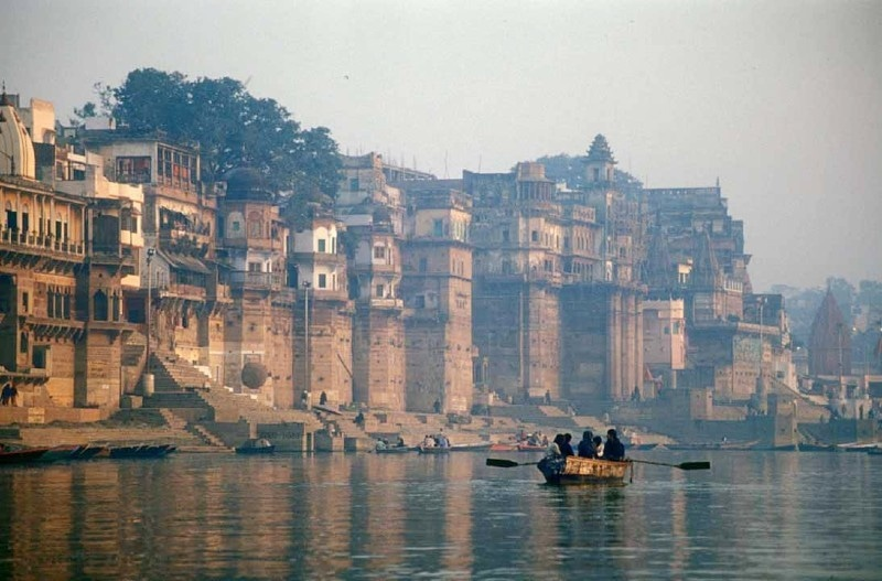 وارناسی سمیت متعدد شہر گنگا کنارے آباد ہیں—فائل فوٹو: فیس بک