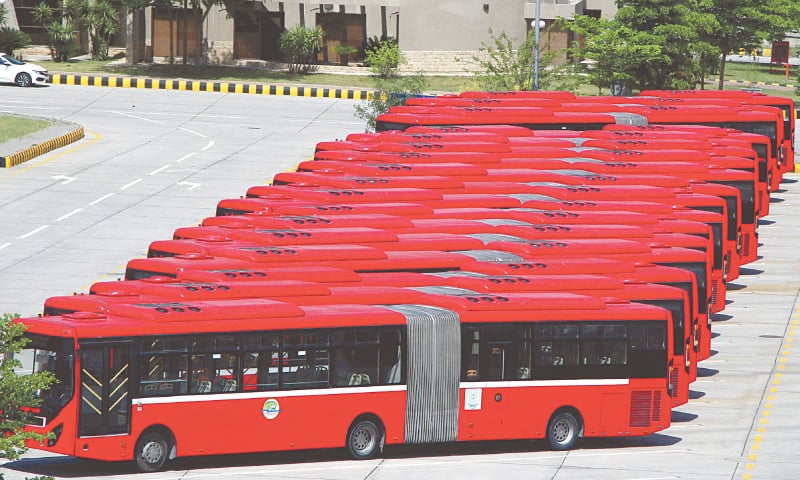 ISLAMABAD: Metro buses are parked at a terminal after the government imposed a lockdown during Eidul Fitr holidays to prevent the spread of the coronavirus.—Mohammad Asim / White Star